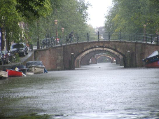 Bridges lined up on canal cruise in Amsterdam, Nederlands