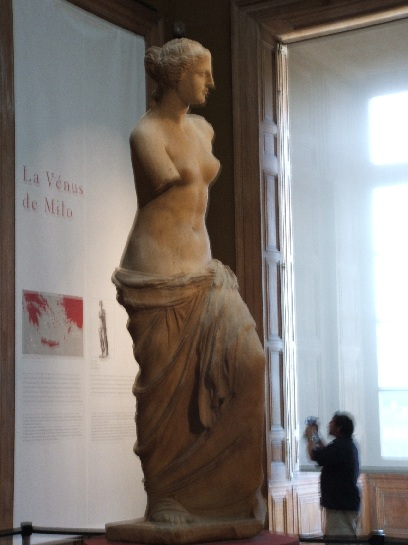 Venus di Milo inside the Louvre, Paris France