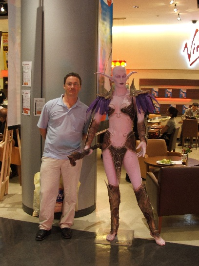 Ross next to life size World of Warcraft Sorceress, Paris, France