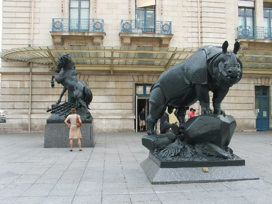 Statues outside the Musee D'Orsay, Paris, France